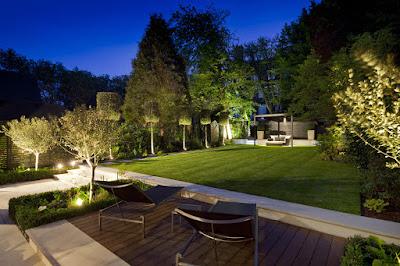 Disfruta tu jardín en la noche