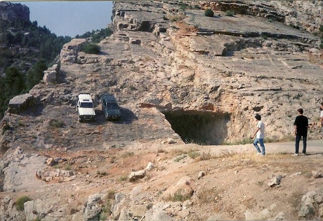 4x4 en el túnel del Pont Nou de Beceite, Beseit