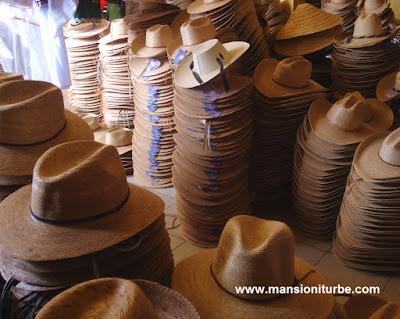 Sombreros Artesanales de Fibras Vegetales en Jarácuaro, Michoacán