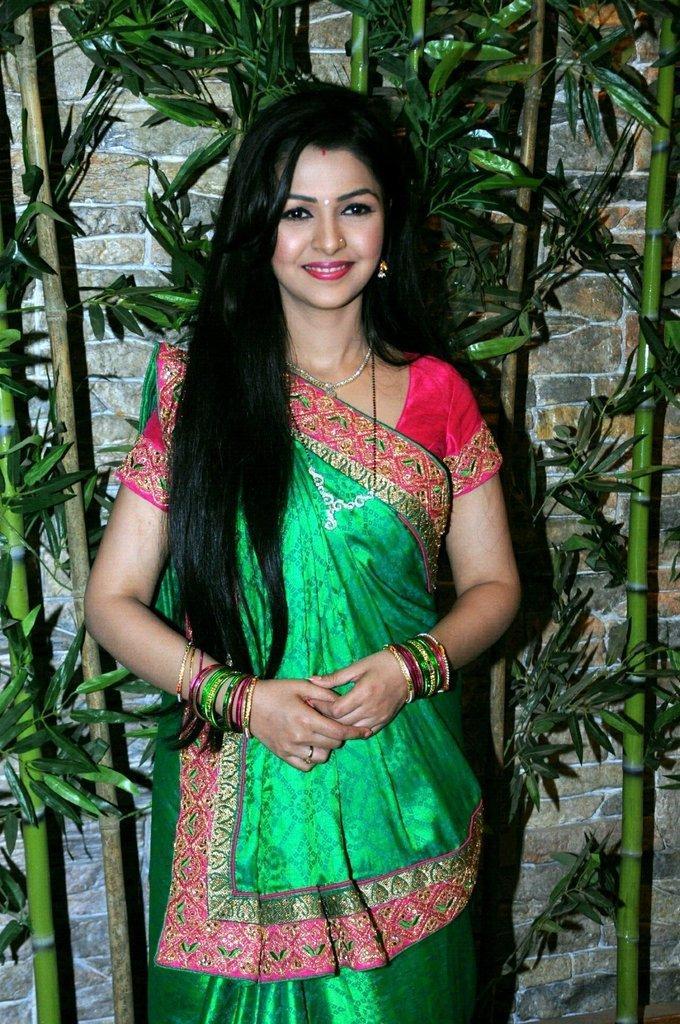 Hindi TV Actress Keerti Nagpure Photo Shoot In Green Saree