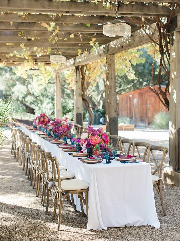 Kameralne przyjęcie weselne, Kwiaty do ślubu, dekoracje kwiatowe na ślub, dekoracje stołów weselnych, kwiaty na stoły weselne, wystrój sali weselnej, wesele plenerowe, długi stół dekoracje kwiatowe, oprawa florystyczna ślubu i wesela, trendy ślubne, trendy kwiatowe 2016, przyjęcie weselne dekoracje, ślub latem, ślub jesienią, ślub polsko - hiszpański, ślub polsko - meksykański, ślub polsko - azjatycki, stylizacja ślubna, przyjęcie weselne w plenerze, blog ślubny, inspiracje ślubne, pomysły na ślub 2016, Konsultanci ślubni Kraków, Winsa Agencja Ślubna Kraków, Winsa Wedding Planner Krakow, Winsa śluby, żywe kolory ślubne, barwne wesele, kameralne przyjęcie weselne