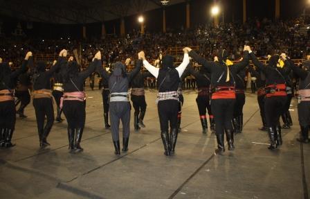 Ρίγη συγκίνησης στο 12ο Πανελλαδικό Φεστιβάλ Ποντιακών Χορών της ΠΟΕ που έγινε στην Ξάνθη