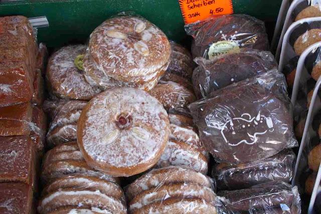 Mit Mandeln oder Schokolade: Lebkuchen vom Weihnachtsmarkt © Copyright Monika Fuchs, TravelWorldOnline