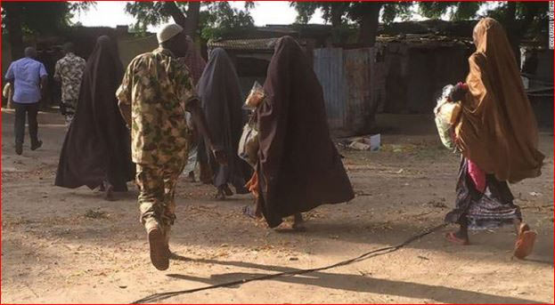 Photo of 21 Chibok girls released by Boko Haram