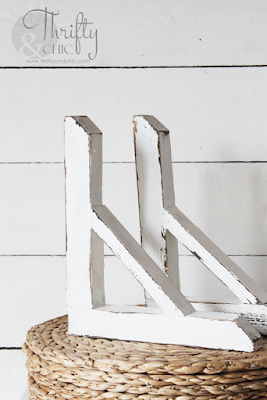 diy farmhouse wood corbels. The best diy farmhouse decor projects for you home! Farmhouse decor and decorating ideas.