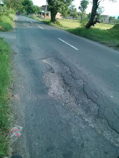 Jalan Mlese Cawas Trucuk Klaten rusak