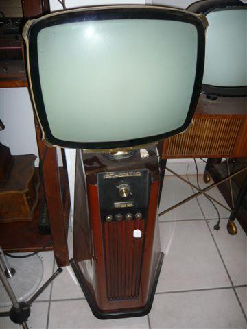 Televisore a colonna con cinescopio orientabile Atlantic – 1954