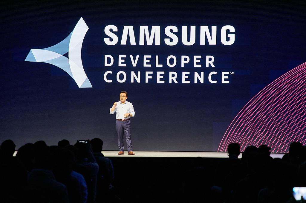 Siap-siap Gan! Samsung Bakal Luncurkan Ponsel Lipat Awal November Ini
