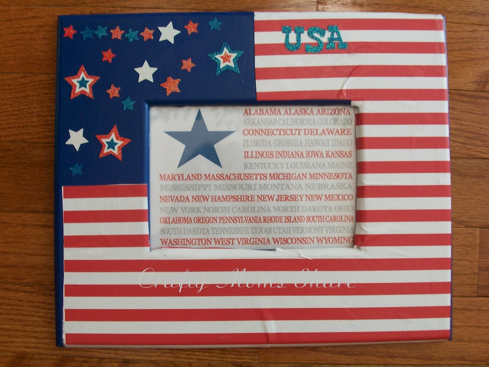 http://craftymomsshare.blogspot.com/2012/06/fourth-of-july-decorations.html