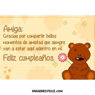 Feliz Cumpleaños bella Amiga Tarjetita con oso tierno con una flor. Osito