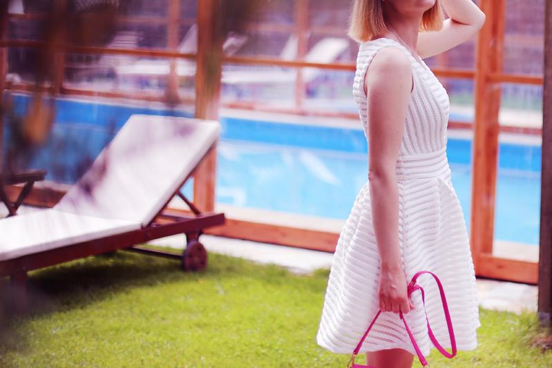 http://annaonopiuk.blogspot.com/2016/07/stylizacja-na-komunie-biaa-sukienka-i.html