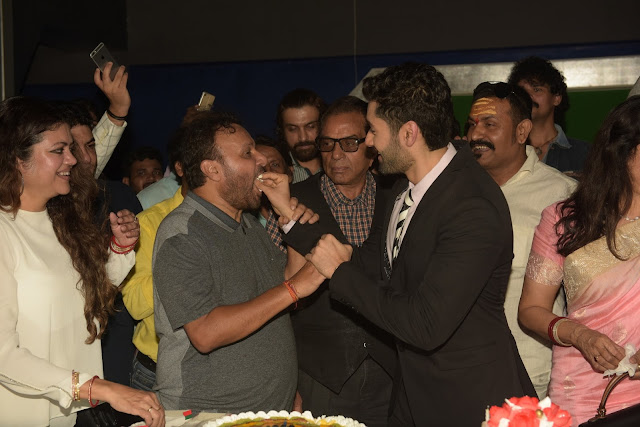 8. Anil Sharma, with Utkarsh Sharma and Dharmendra   celebrating Utkarsh Sharma's Birthday during Mahurat ceremony of the film GENIUS