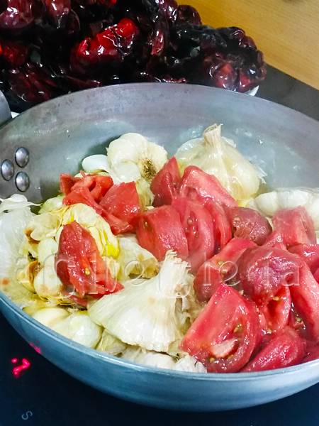 ñadir tomates al sofrito