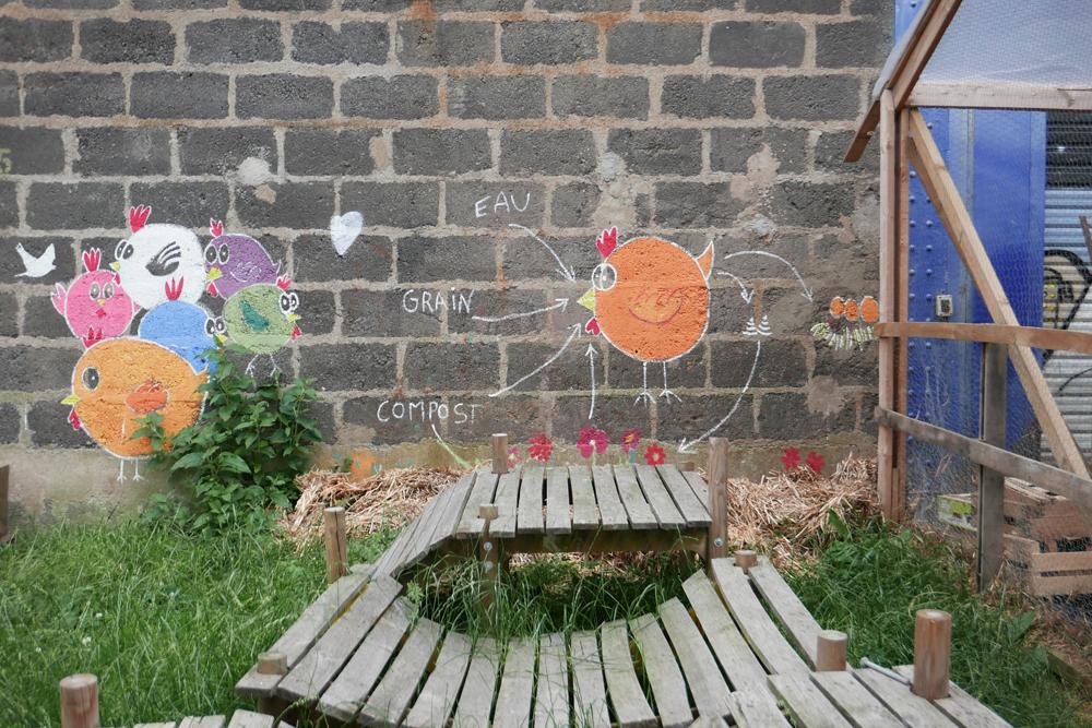 dessins de poules sur un mur Sur l'île de Nantes