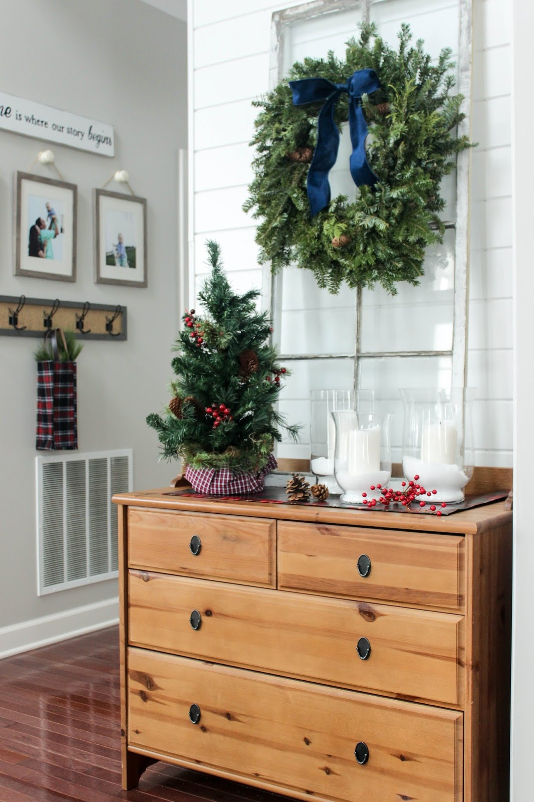 Christmas decor ideas for the entryway