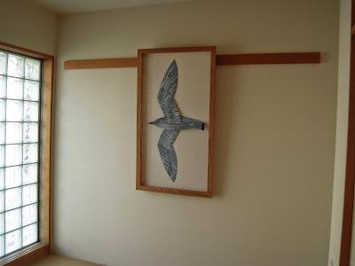 鳥のモビールを飾る箱型の額縁・majakka