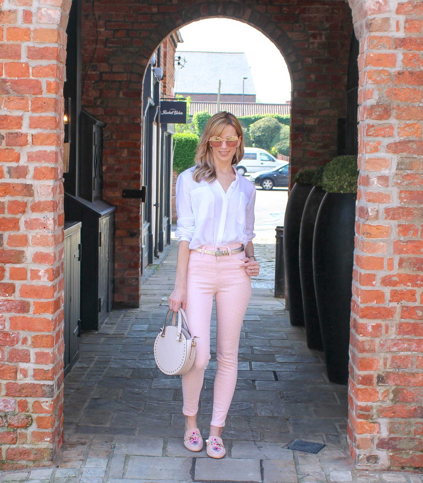 How To Wear Coloured Jeans - 5