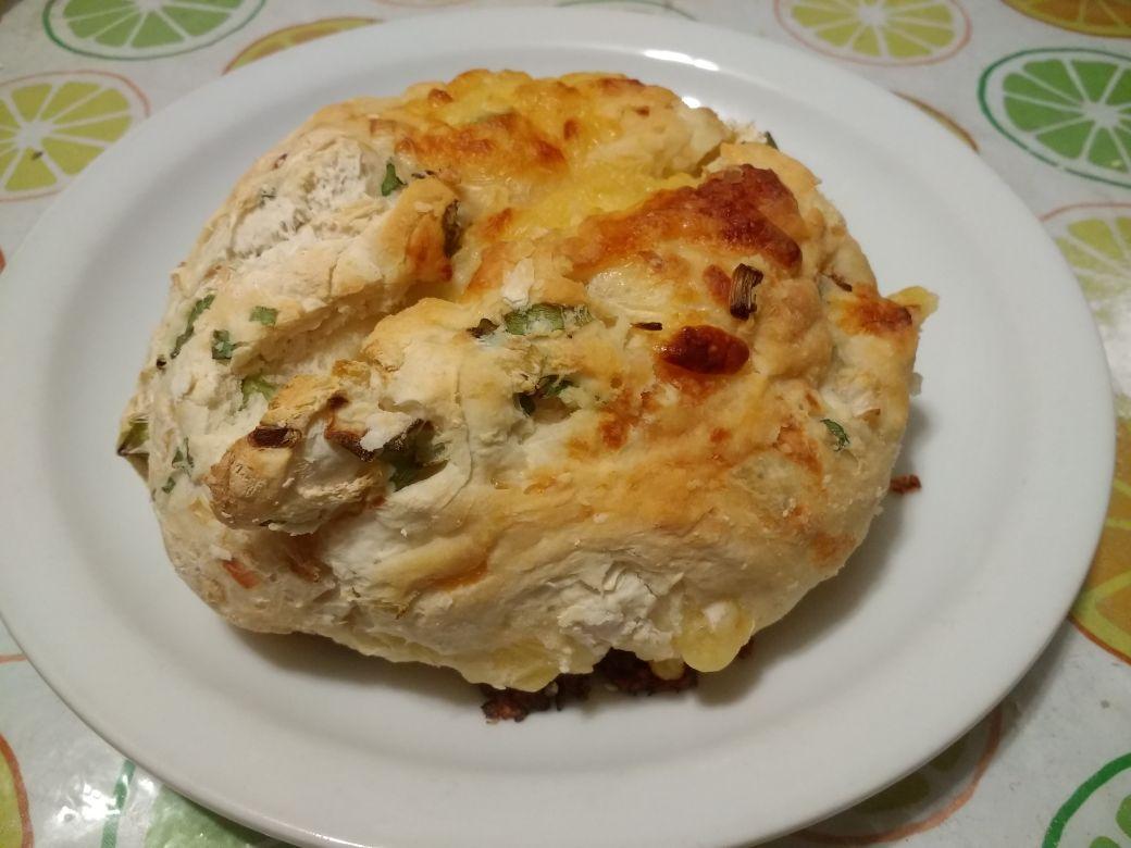 pan relleno de cebolla y queso