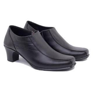 sepatu kerja wanita boots,grosir sepatu boots pantofel kulit,sepatu boots korea kulit,gambar sepatu kerja semi boots,sepatu boots formal wanita kulit