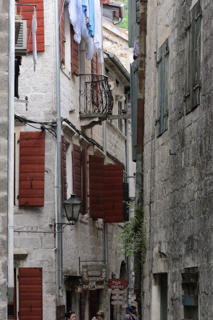Montenenegro, Kotor, nauwe straatjes