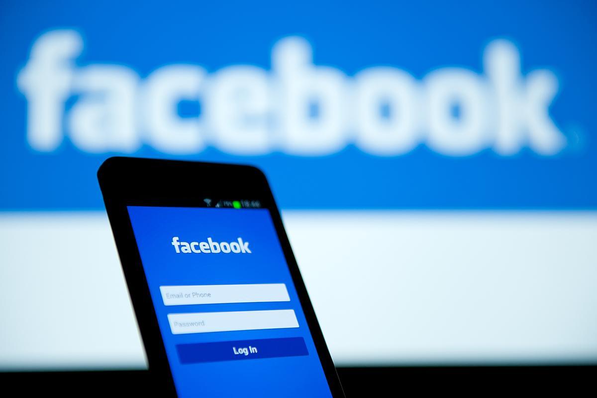 تطبيق فيسبوك خفيف جدا وسريع يقوم بتحميل الفيديوهات من داخله ونسخ النصوص