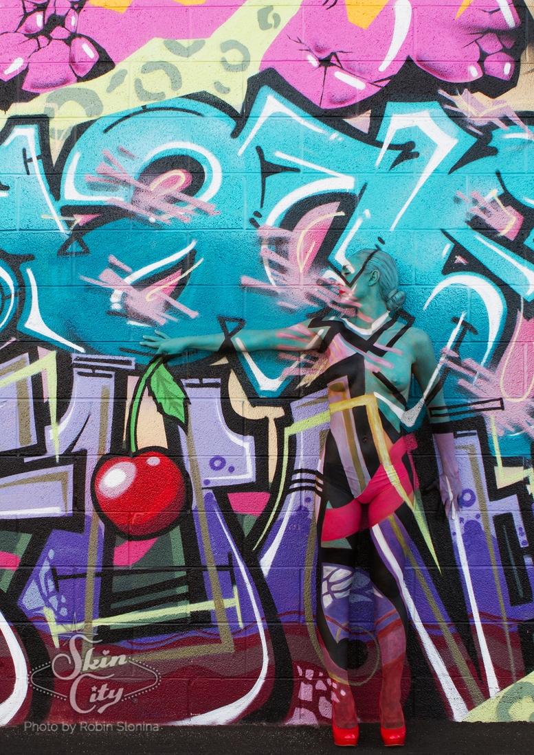 05-Robin-Slonina-Camouflage-Body-Paint-Skin-Wars-www-designstack-co