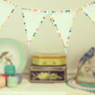 ByHaafner, bunting, garland, craftroom, washitape, crochet, doily, pastel, thrifted tins, vintage, yarn