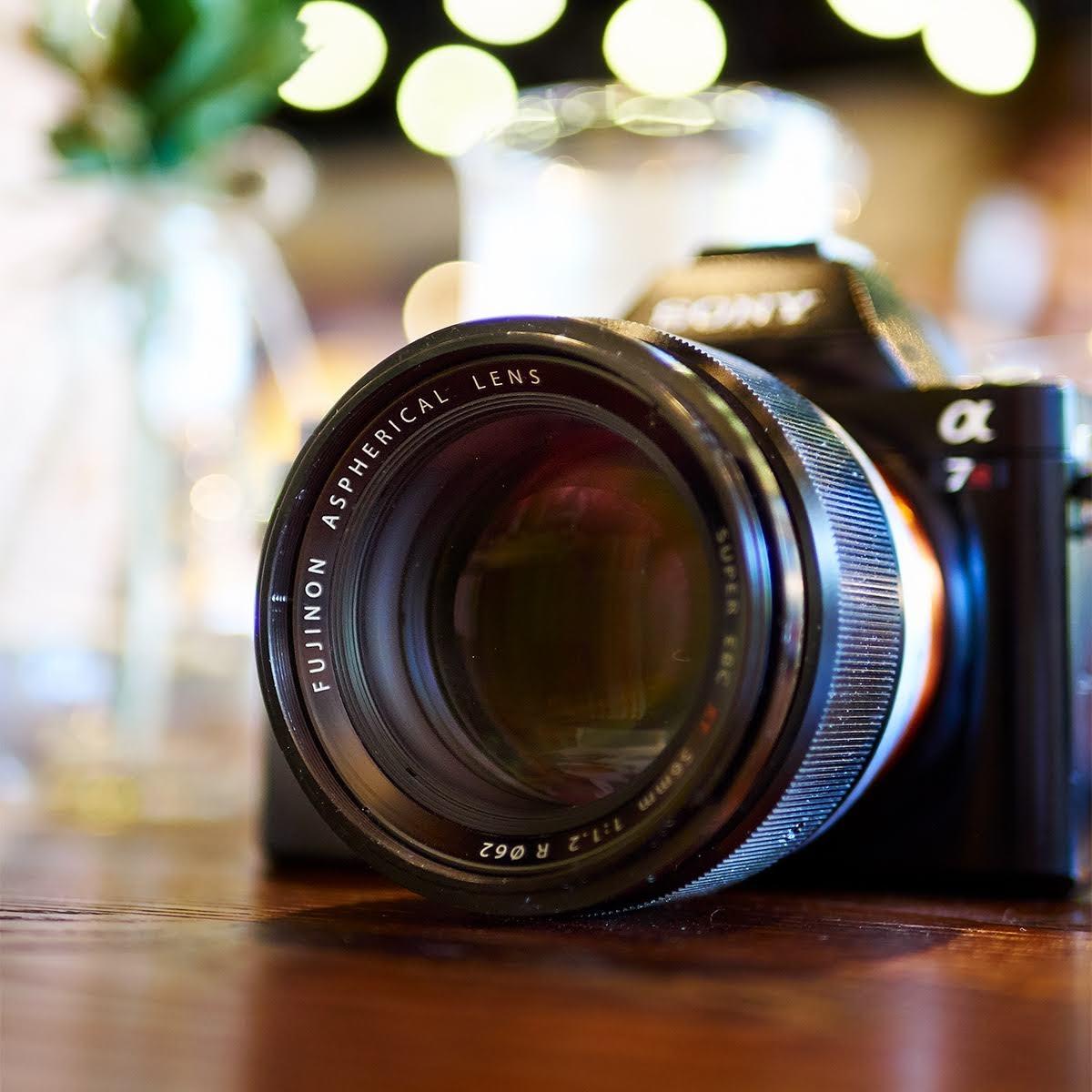 Объектив Fujinon XF 56mm f/1.2 на камере Sony A7R