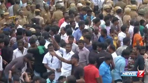 People protest at Natham and Alanganallur