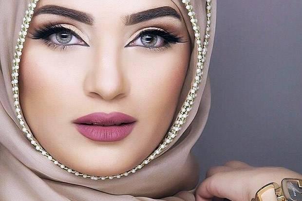 Wanita Wajib Baca !! Inilah Hukumnya Memakai Bulu Mata Palsu Menurut Islam