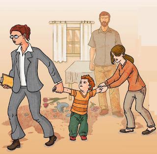 פקידת סעד מוציאה ילדה מהבית
