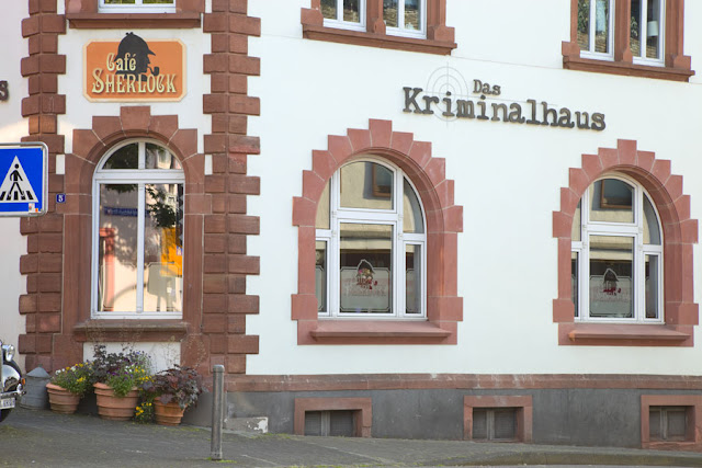 Kriminalhaus in der Eifel. Edyta Guhl. Hillesheim.