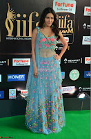 Amyra Dastur in Flower Print Choli Transparent Chunni at IIFA Utsavam Awards 16.JPG