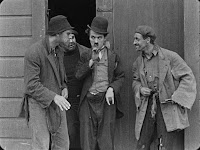 "Кадр из фильма Чарли Чаплина ""Бродяга"" / The Tramp (1915) - 13"