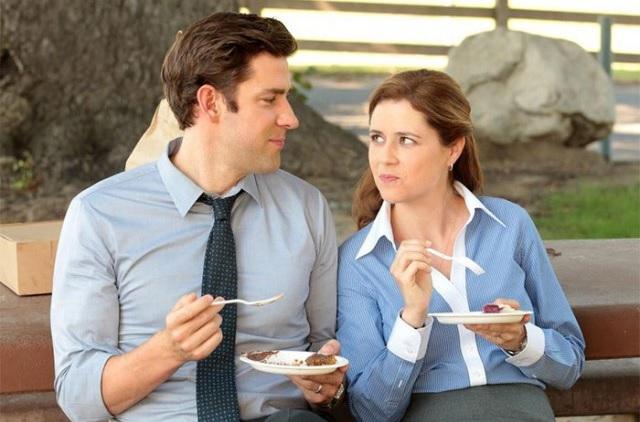 mujer y hombre ligando