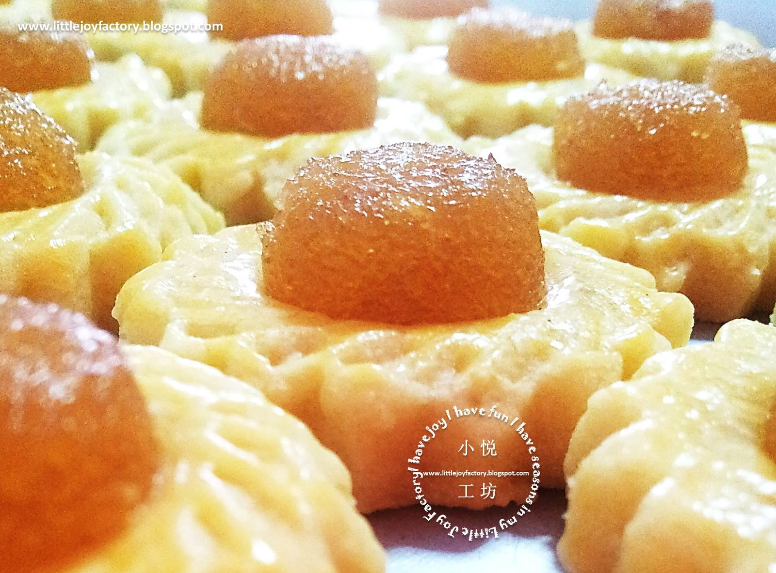 Pineapple tarts, (黄梨塔, Huáng lí tǎ)