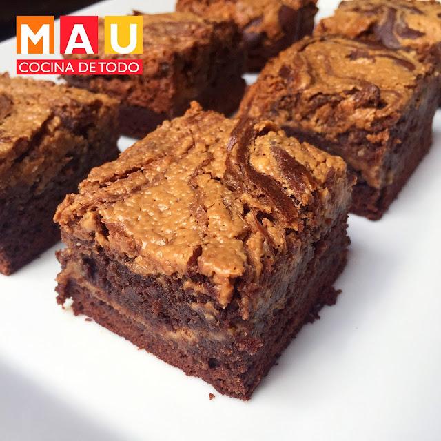 deliciosos brownies de chocolate y crema de cacahuate
