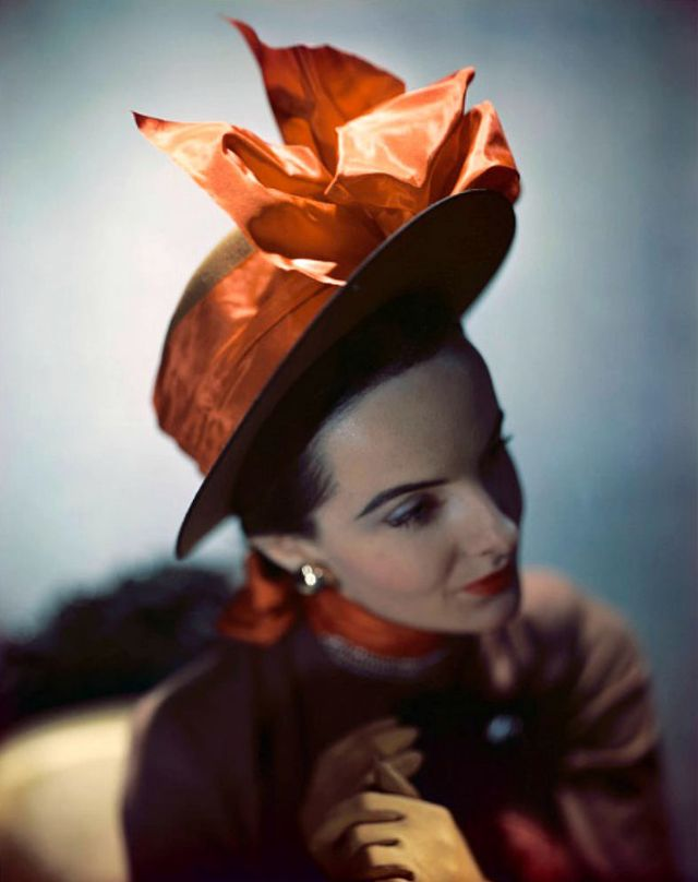 41 Stunning Photos of Models in Unique Hats From the 1940s
