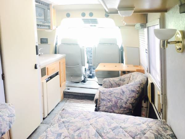 swivel chair vr cynthia rowley chairs for sale used rvs 2001 winnebago rialta 22ft vr6 by owner
