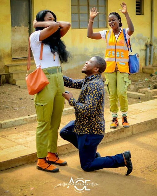 Photos: Two months after he slid into her DM, man proposes to Corp member girlfriend