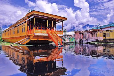 houseboat in kashmir