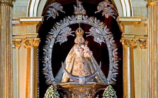 Imagen engalanada de la Virgen de EL Milagro