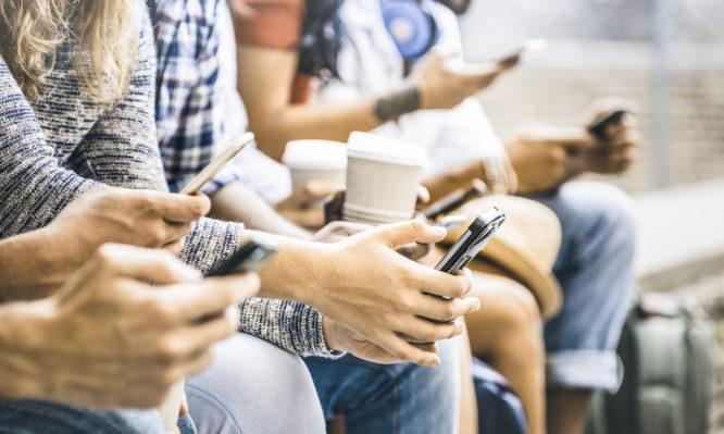 Εθισμός στα παιχνίδια και στα social media