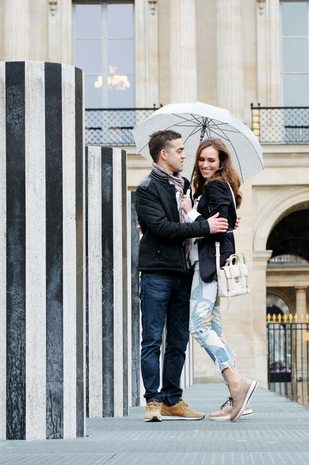 paris love photos couple palais royal