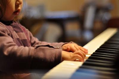 Lựa chọn piano điện cho bé giá bao nhiêu là thích hợp