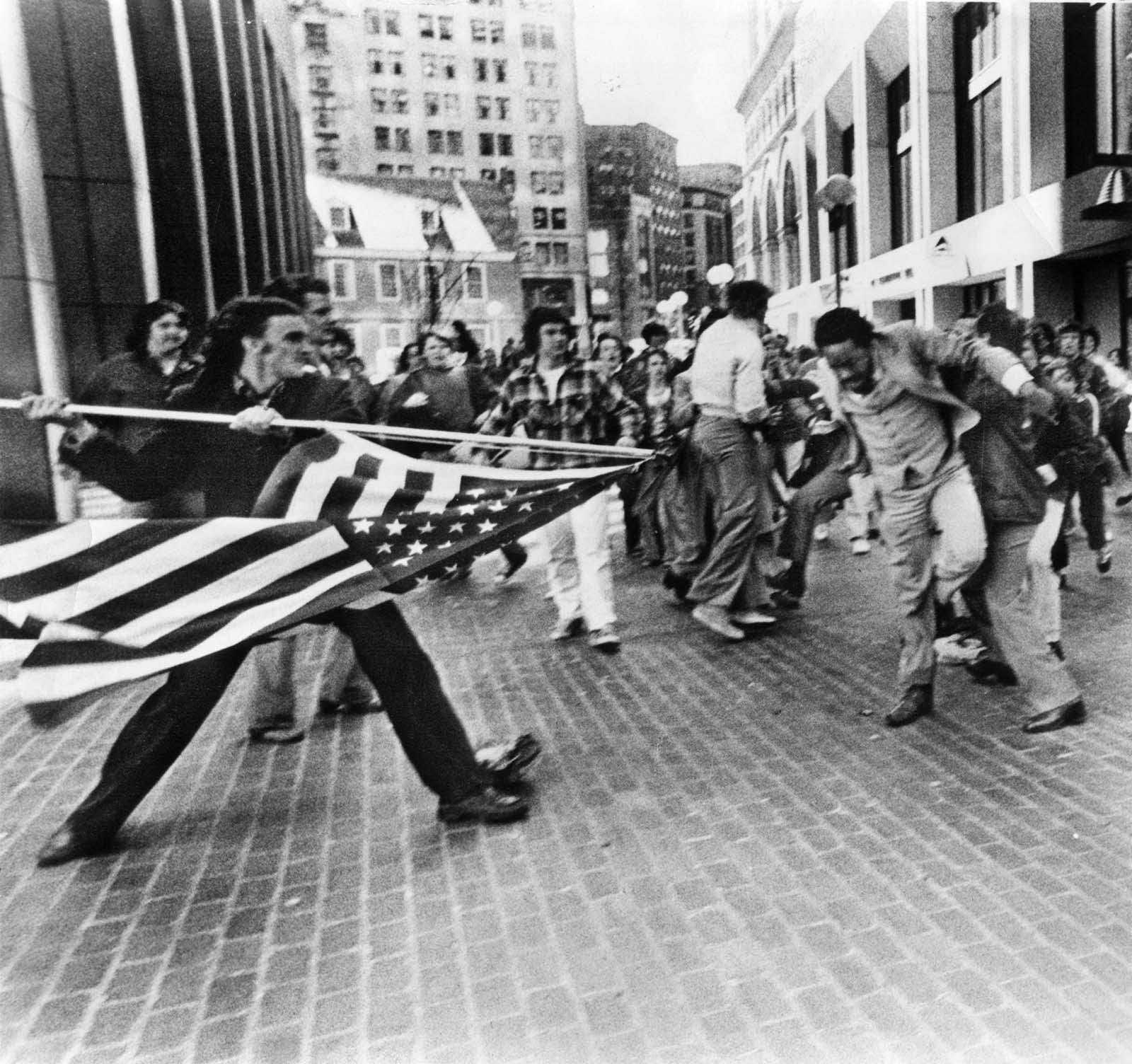 La suciedad de la vieja gloria, 1976