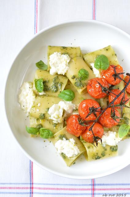 Paccheri-con-pomodorini-arrosto-burrata-e-olio-al-basilico