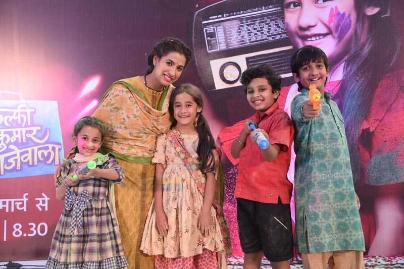 Debutant Aakriti Sharma as Kullfi (Centre) celebrates Holi with co-star Shruti Sharma (Nimrat) and cousins at the launch of Kullfi Kumarr Bajewala in Lucknow