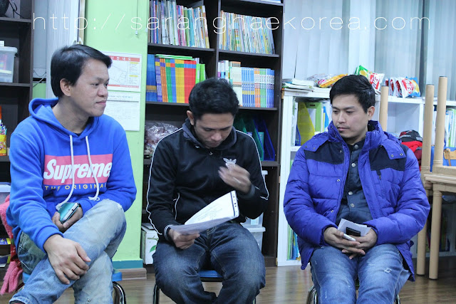 Christians in Korea fellowship though sharing and praying