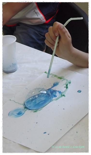 malowanie słomką, zabawa kolorami, kreatywne zabawy